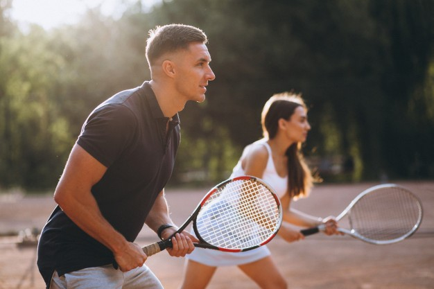 young-couple-playing-tennis-court_1303-16317